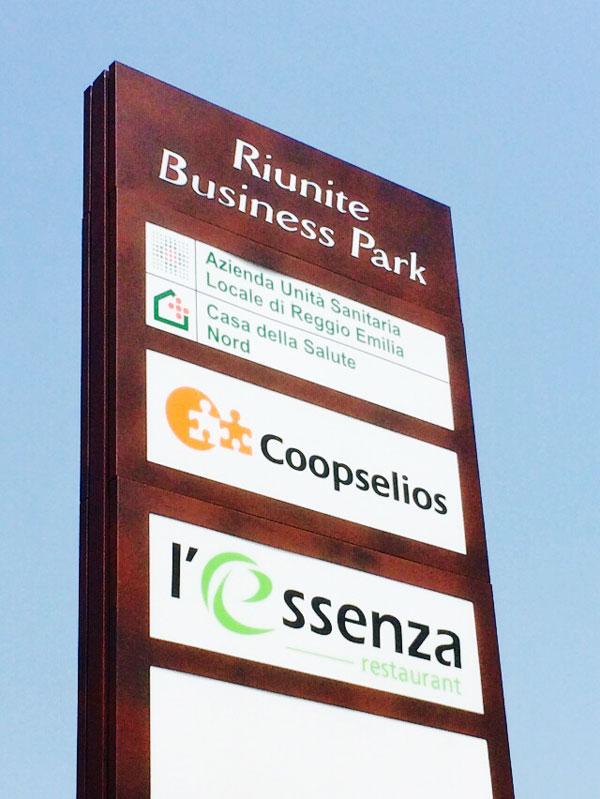 produzione-totem-luminosi-per-centri-commerciali-e-direzionali-bonetti-business-park