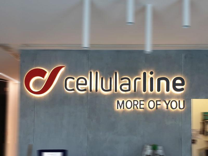 insegna-cellular-line-led-luce-riflessa-bonetti-pubblicita