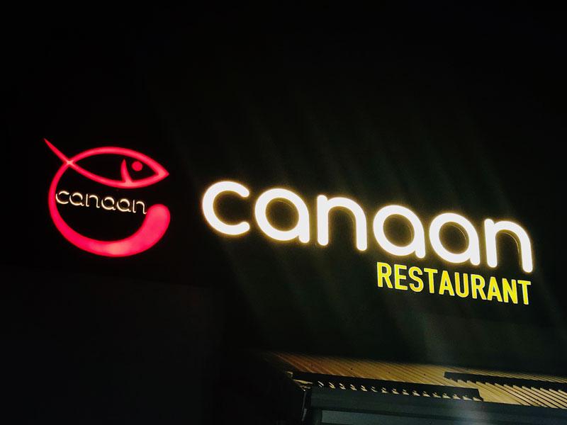 insegna-luminosa-a-lettere-scatolari-ristorante-canaan