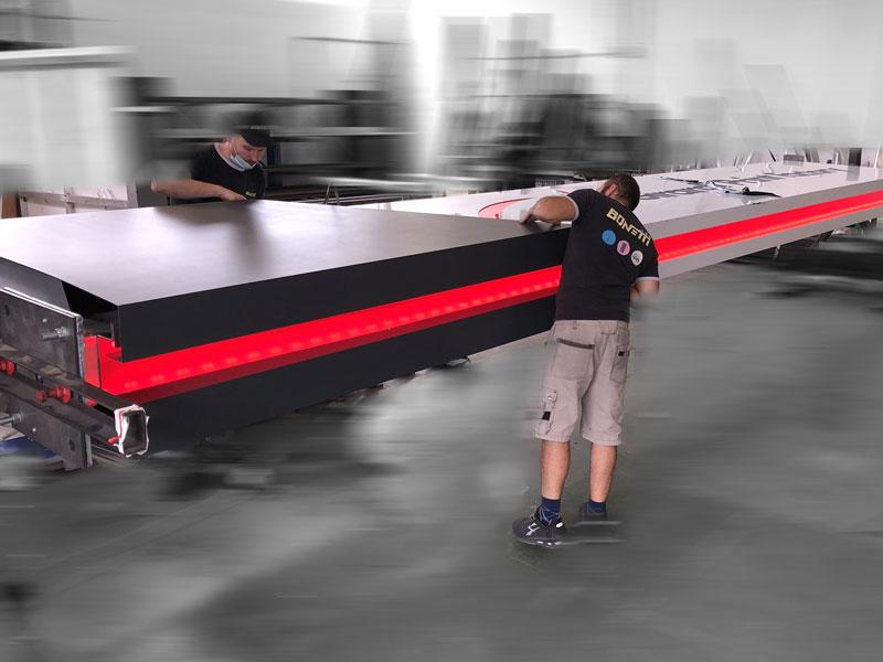 realizzazione-totem-luminoso-design-girardi-print-factory-bonetti-pubblicita