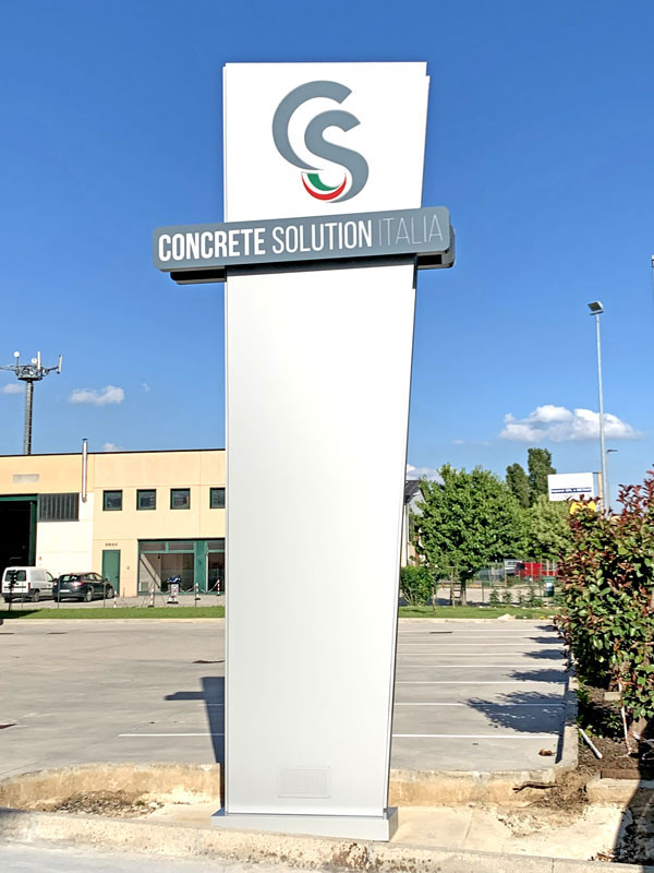 totem-luminosoo-design-concrete-solution-mantova