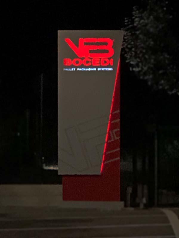 totem-segnaletico-aziendale-design-bocedi-srl-bonetti-pubblicita