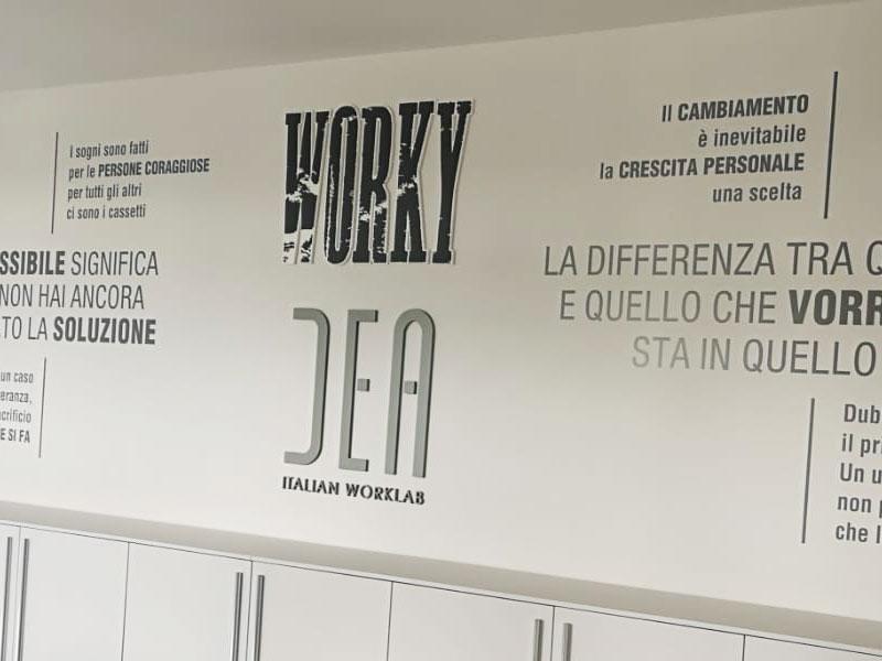 decorazione-ambienti-loghi-rilievo-adesivi-murali-worky-dea-reggio-emilia