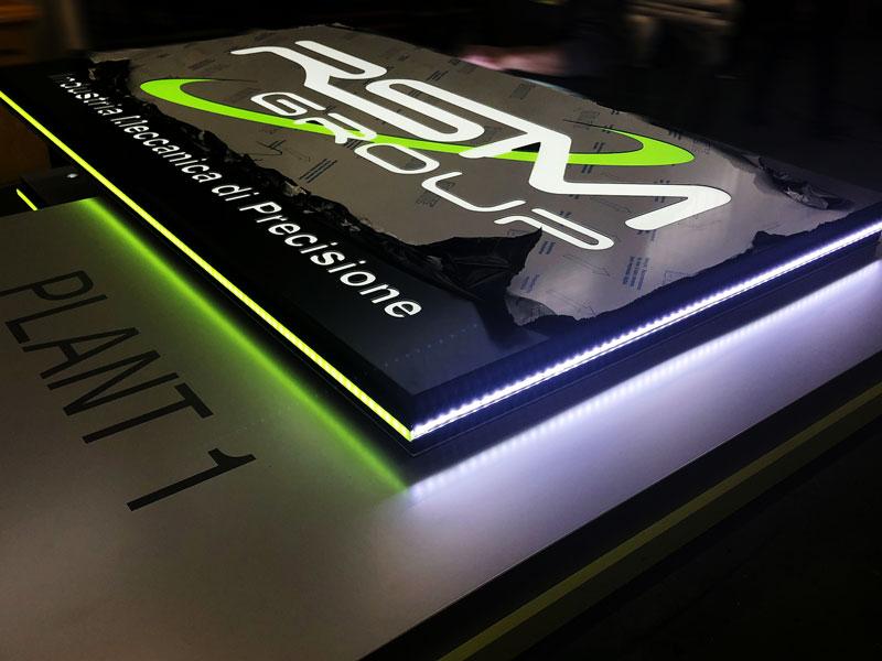 particolare-costruttivo-totem-led-design-luminoso-rsm-modena-bonetti