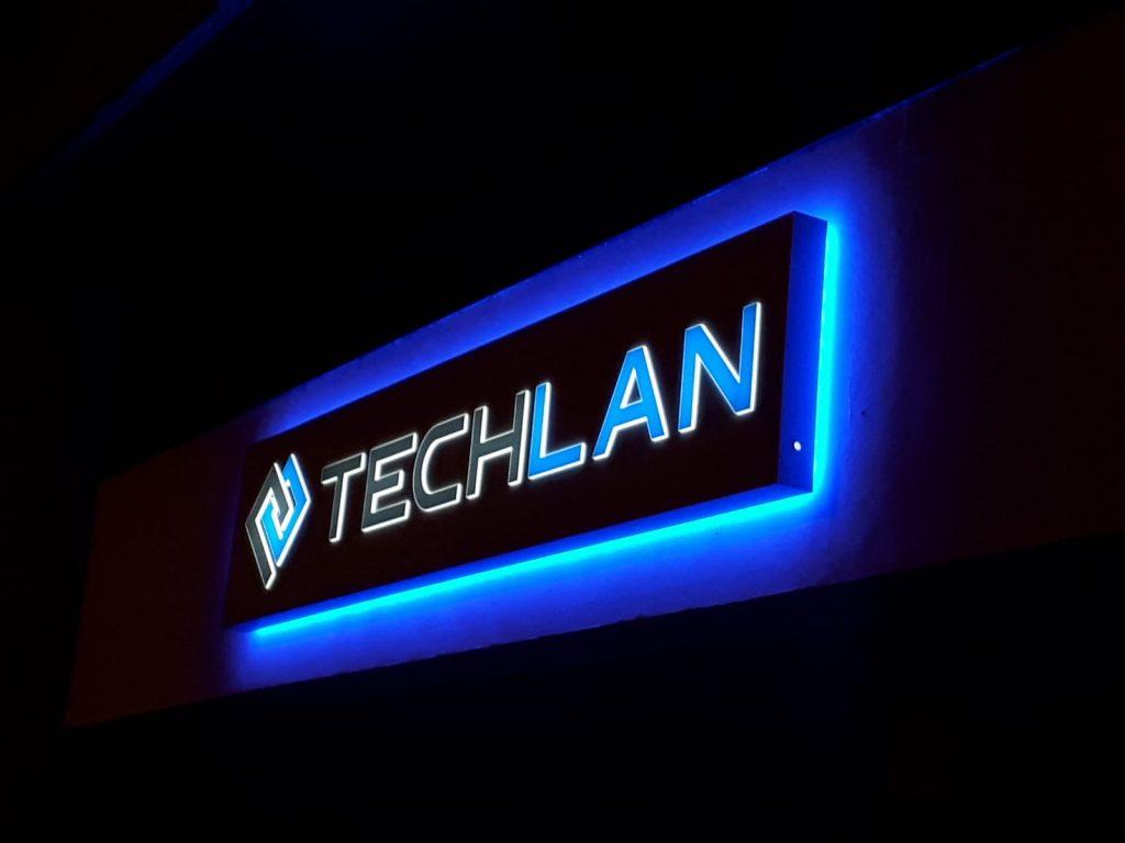 insegna luminosa per aziende a carpi techlan