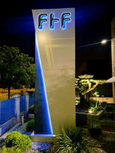 Totem aziendale luminoso Ftf