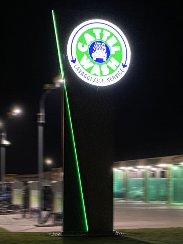 totem-luminoso-per-aziende-a-Ferrara