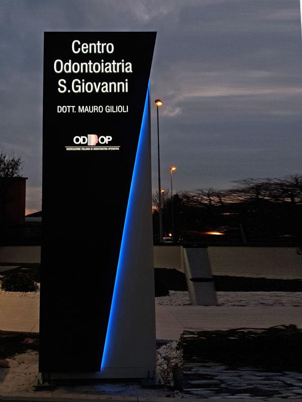 totem-pubblicitario-luminoso-centro-odontoiatrico-san-giovanni-soliera-modena