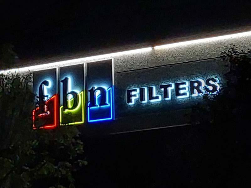 insegna-luminosa-design-a-lettere-scatolate-fbn-bonetti