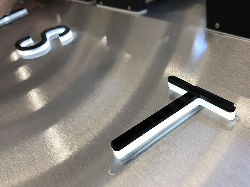 lettere-3d-in-plexi-massello-per-rifra-nastri-concorezzo-milano-brianza