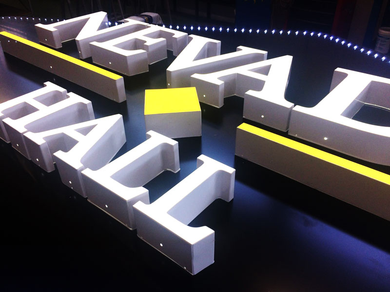 insegna-a-lettere-scatolari-nevada-hall-giochi-luminosi-a-led-bonetti-pubblicita