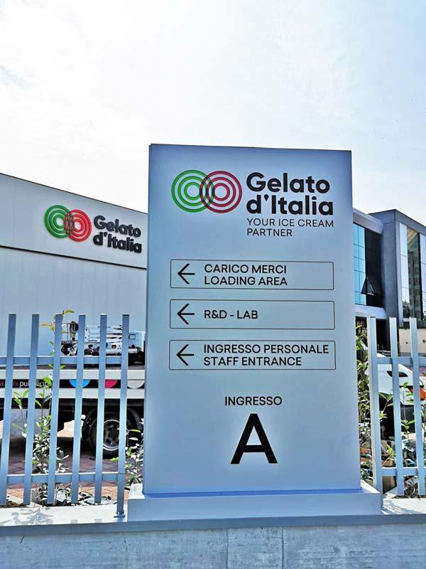 totem-aziendale-luminoso-segnaletico-gelato-d'italia-reggio-emilia